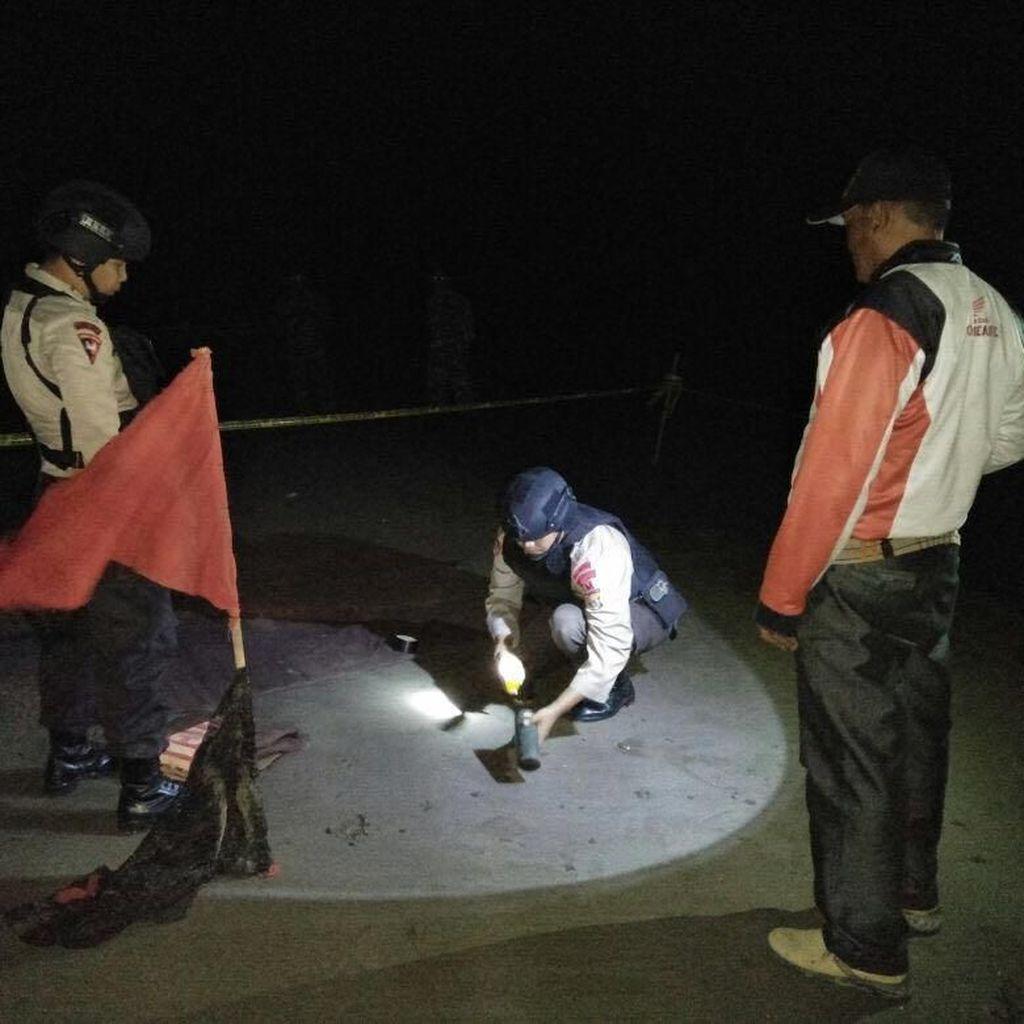 Nelayan di Aceh Utara Temukan Benda Diduga Mortir di Pantai