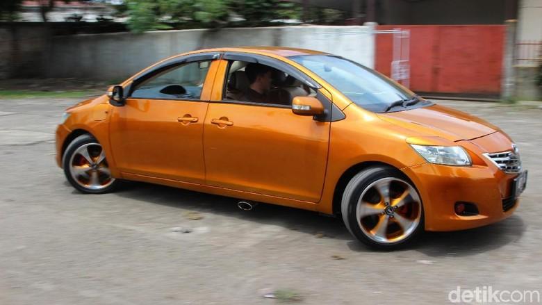 Bikin Ngakak, Mobil Bermuka Dua Bisa Jalan Seperti Kepiting