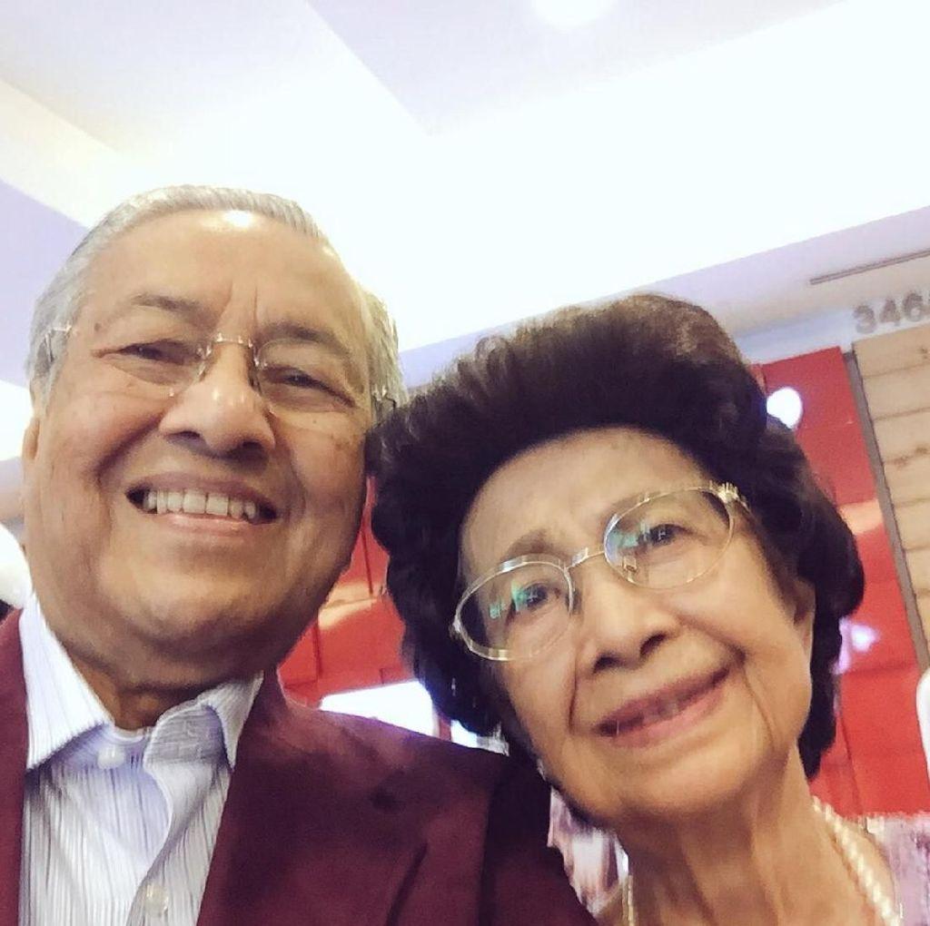 Gaya Selfie Mahathir Mohammad, Calon PM Malaysia Tertua di Dunia