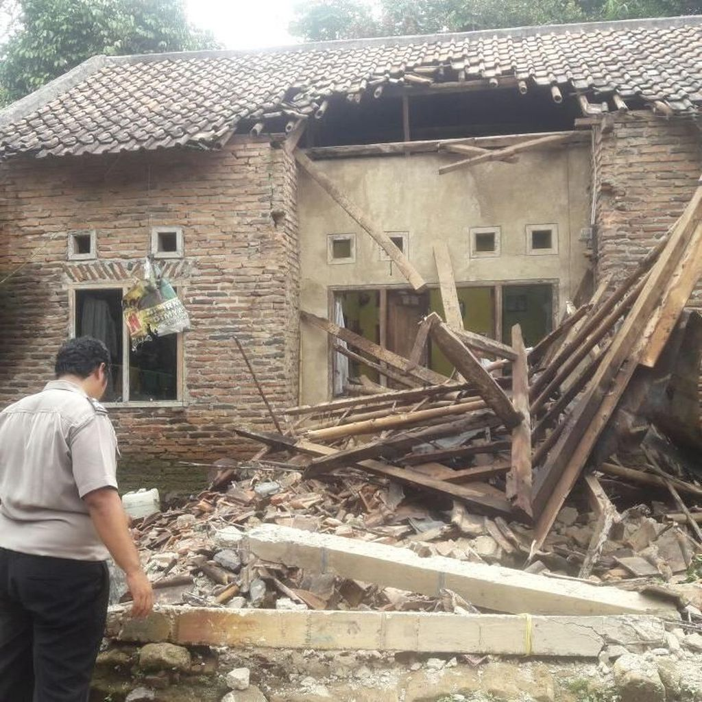Gempa Robohkan 3 Rumah dan Hancurkan Plafon Sekolah di Pandeglang