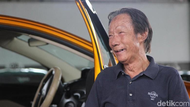 Aksi Mobil Bermuka Dua