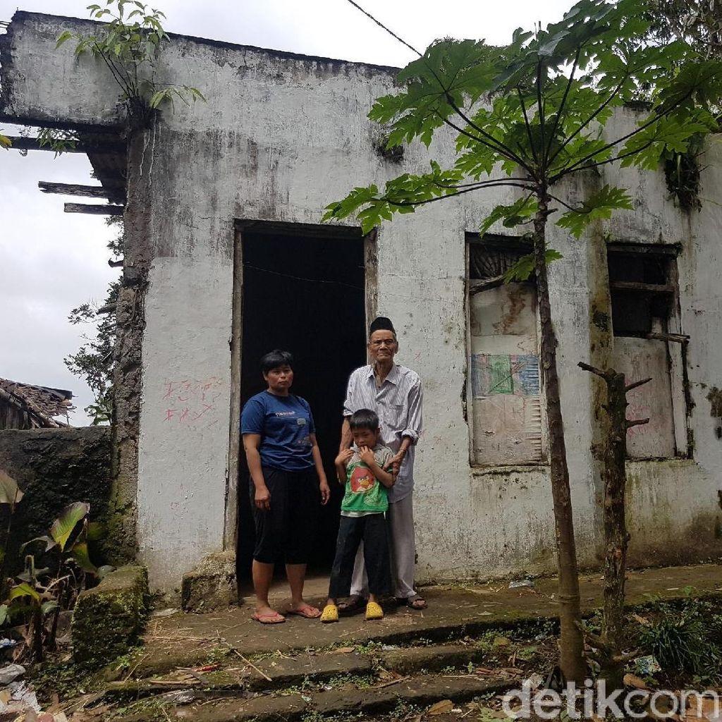 Cerita Esih Hidupi 4 Anak dan Suami Renta di Rumah Mirip Benteng