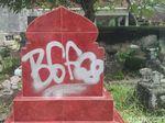 Keterlaluan! Nisan Makam di Yogyakarta Dicorat-coret
