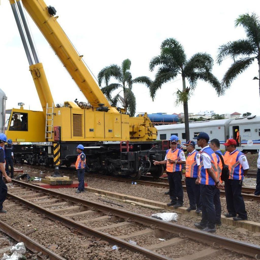 Petugas Berhasil Evakuasi Kereta yang Anjlok di Stasiun Bandung