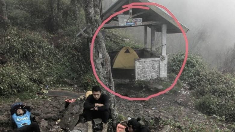 Tenda di dalam shelter Gunung Lawu (Dok. Samudera awan/Instagram)