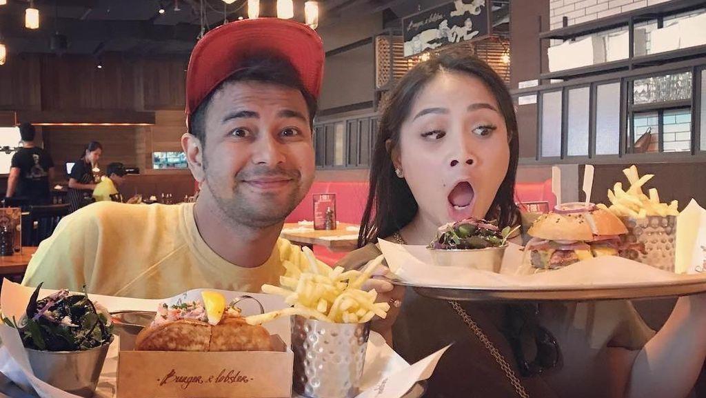 So Sweet! Begini Keseruan Raffi, Gigi dan Rafathar Kalau Lagi Makan Bareng