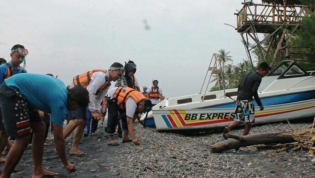 Pantai GWD Dapat Sampah Kiriman, Ini yang Dilakukan Masyarakat