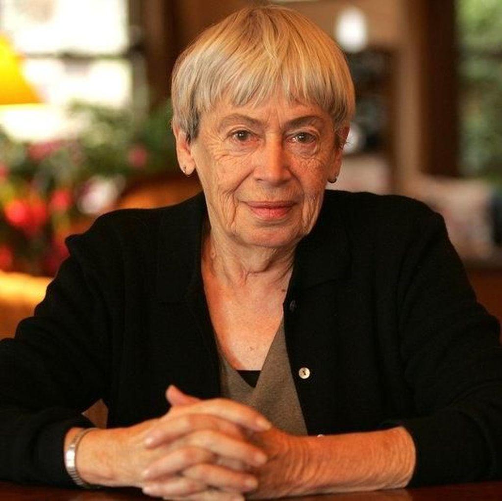 Stephen King hingga Neil Gaiman Ucapkan Duka atas Kepergian Ursula K. Le Guin