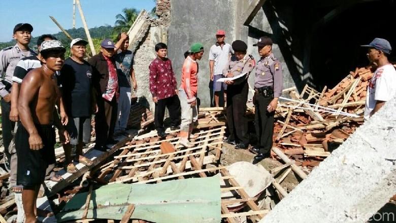 Bangunan SMK Muhammadiyah di Kebumen Roboh, 5 Orang Terluka