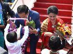 Tiba di Sri Lanka, Jokowi Diberi Daun Sirih dan Dikalungi Bunga