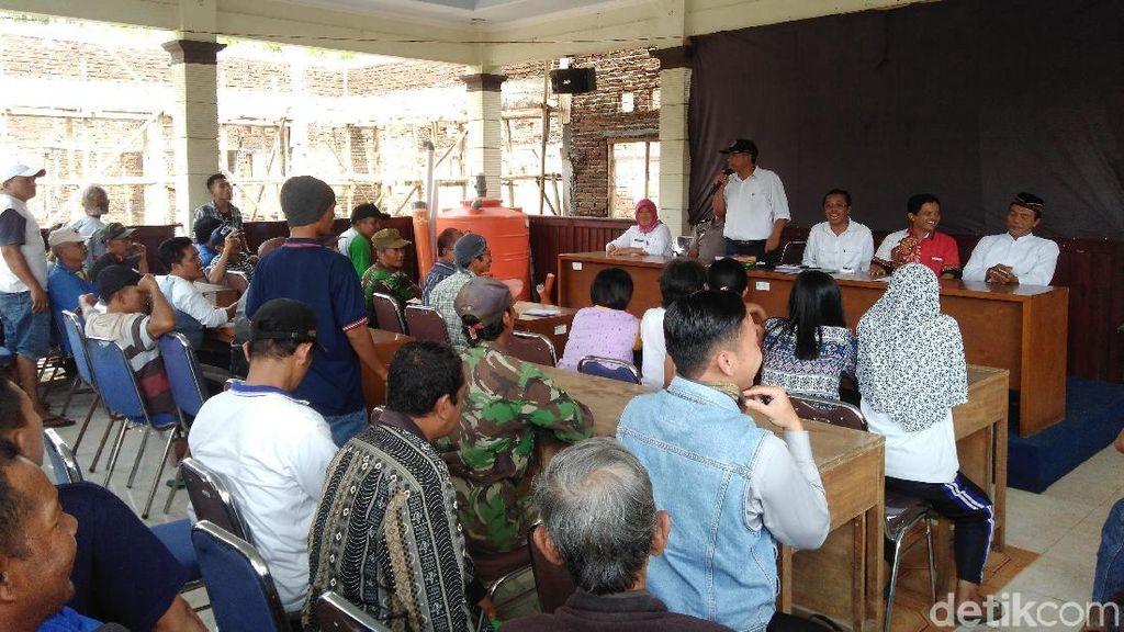 Protes Tambang Pasir, Warga Lereng Merapi Geruduk Balai Desa