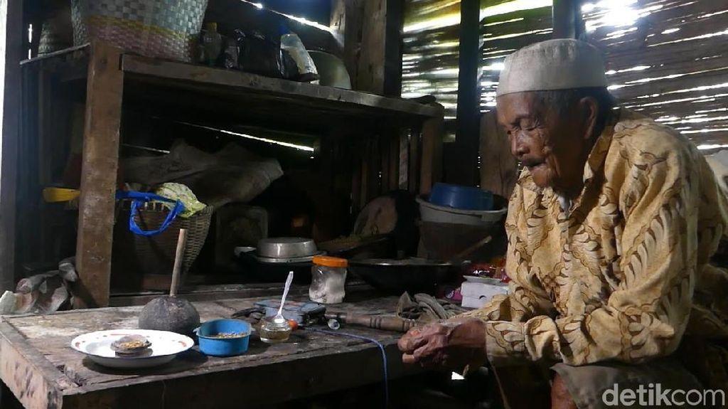 Unik! Kakek di Banjarnegara Obati Nyeri Sakit Gigi dengan Biji Terong