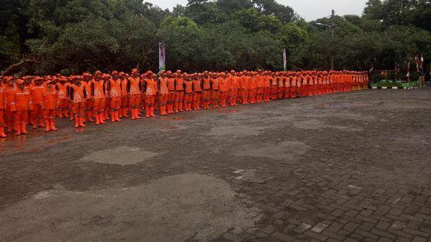 Sandiaga berpesan agar petugas PPSU tetap semangat melaksanakan tugasnya.