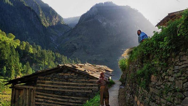 Adalah Desa Bara Bangal yang berada di ketinggian 4.800 mdpl dan dikelilingi pegunungan salju. Desa yang disebut paling terisolasi di dunia (Sankar Sridhar/CNN Travel)