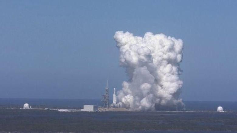 Foto: Uji Coba Falcon Heavy, Roket Terkuat di Dunia