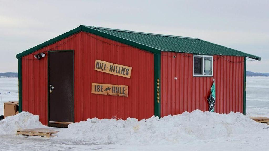 Unik! Pop Up Bar Ini Berada di Tengah Danau Es