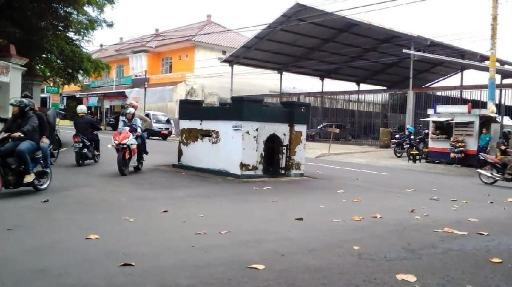 Cerita yang Berkembang soal Makam di Tengah Jalan Purwokerto