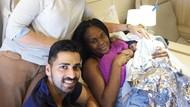 Cerita Dua Dokter Bantu Seorang Ibu Melahirkan di Pesawat