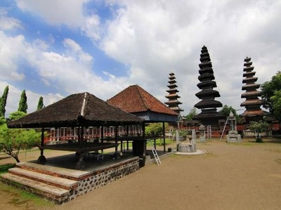 Pura Meru yang Terbesar dan Tertua di Lombok