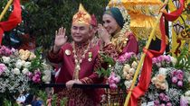 Melihat Lagi Kirab Budaya Nikahan Gubernur Kalteng & Istrinya yang Cantik