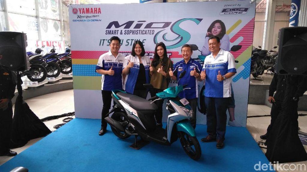 Mio S Roadshow Concert Bersama Isyana Hangatkan Surabaya