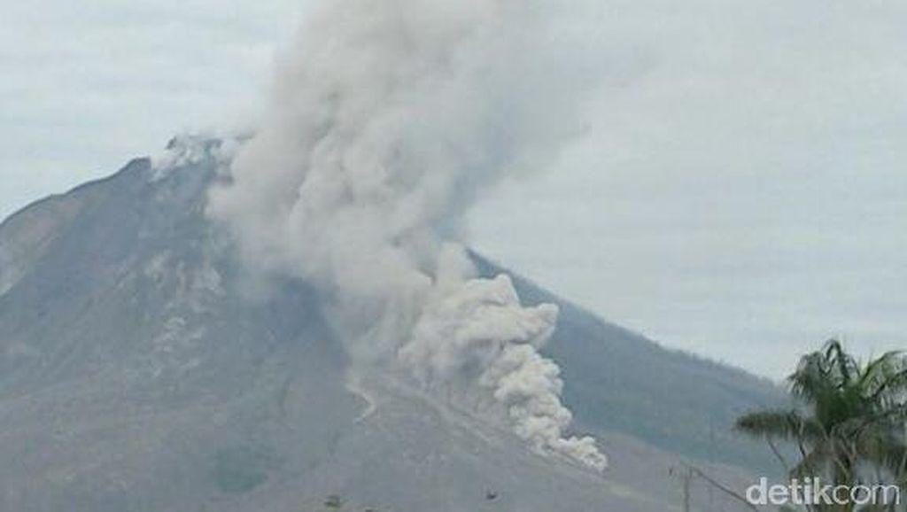 Gunung Sinabung Kembali Erupsi, Diiring Beberapa Kali Gempa