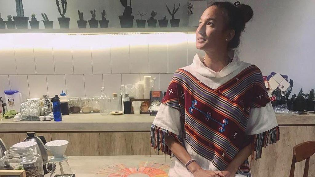 Makan Jangkrik hingga Kecoak di Thailand, Nadine Chandrawinata Kapok