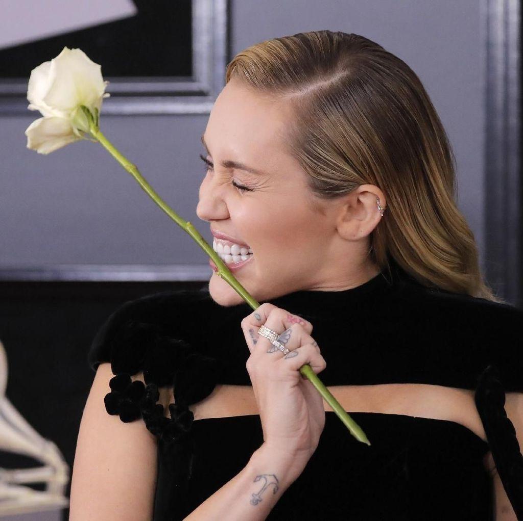 Giliran Miley Cyrus Dituduh Plagiat, Digugat Rp 4,1 Triliun