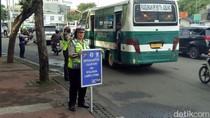 Polisi Sosialisasi Jalur Motor di Sudirman-Thamrin