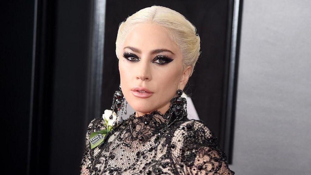 Lady Gaga sampai Neyo, Ramai-ramai Kenakan Bunga Putih di Grammy Awards
