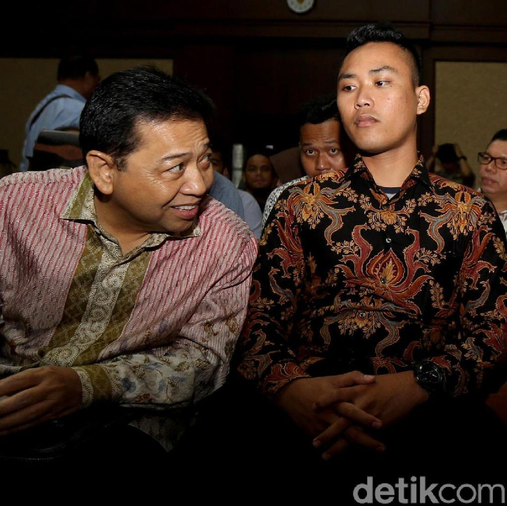 Ditanya Hakim, Novanto Tertawa Cerita Romantis dengan Deisti