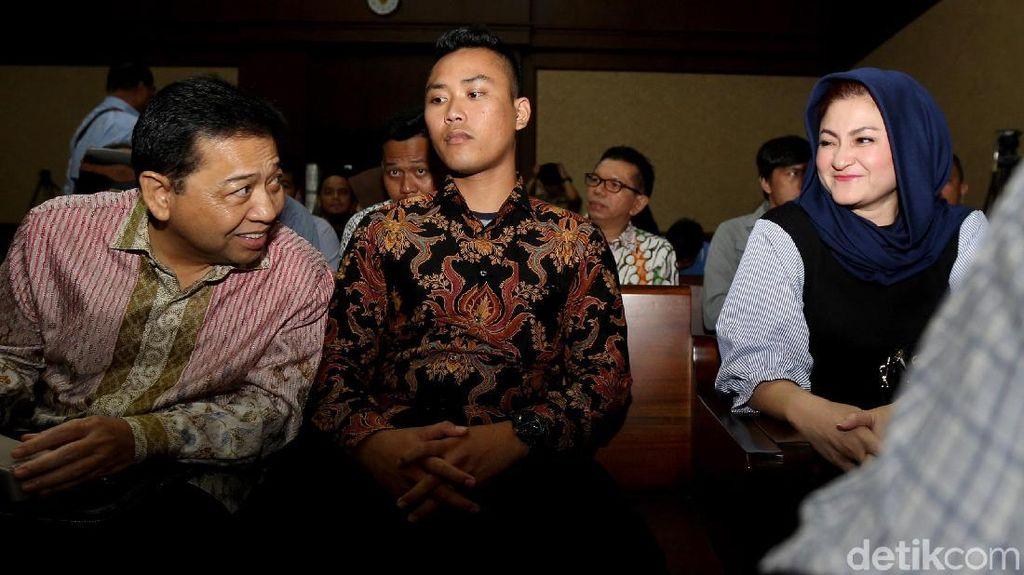 Saling Pandang dengan Novanto di Pengadilan, Ny Deisti: Obat Kangen