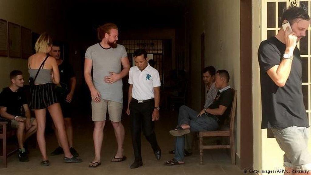 Dituding Lakukan Tarian Pornografi, 10 Turis Ditangkap di Kamboja