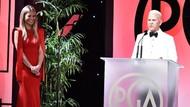 Bergaun Merah Elegan, Gwyneth Paltrow Pamer Cincin Tunangan Batu Safir