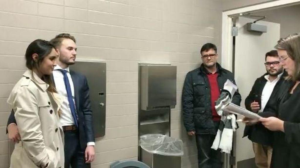 Pasangan di AS Mendadak Menikah di Toilet, Begini Ceritanya