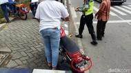 Polisi Tilang Motor Berpelat Generasi Micin dan Kids Zaman Now