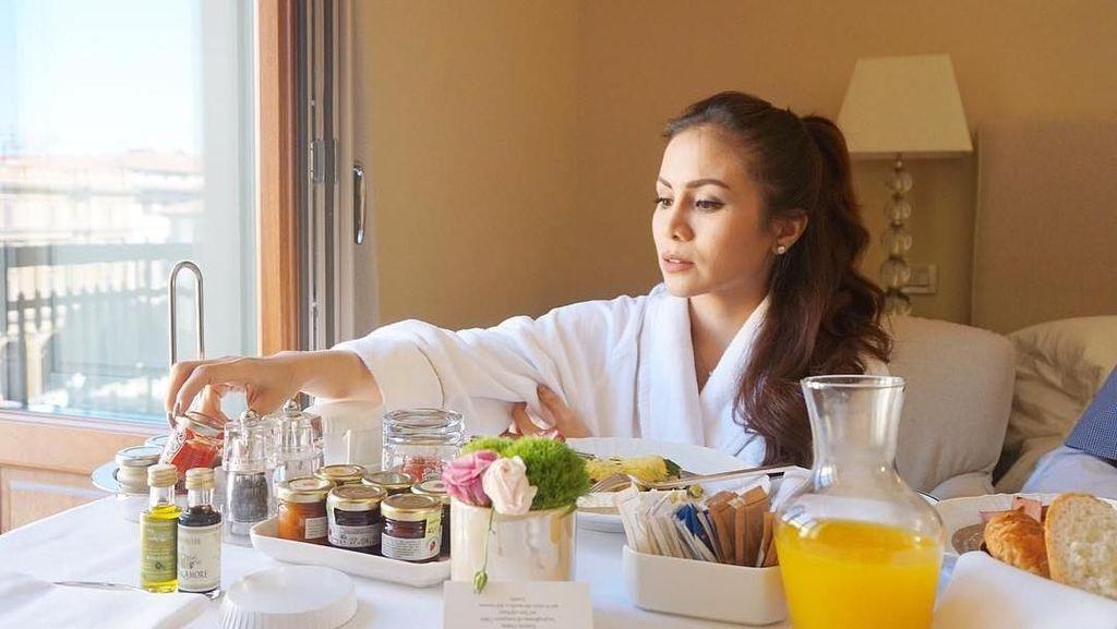 Intip Keseruan Momo Geisha Cicip Makanan Enak Saat Traveling