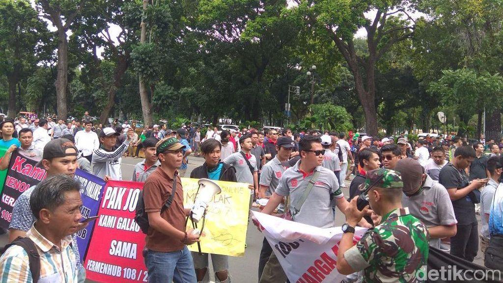 Hari Ini Massa Aliando Demo di Istana Negara