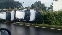 Truk Pembawa Mobil Terguling di Tol Tangerang-Merak