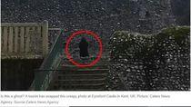 Ngeri! Turis Potret Penampakan Sosok Hitam di Kastil Inggris