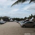 Mobil-mobil Eropa Berjemur di Pantai Ancol