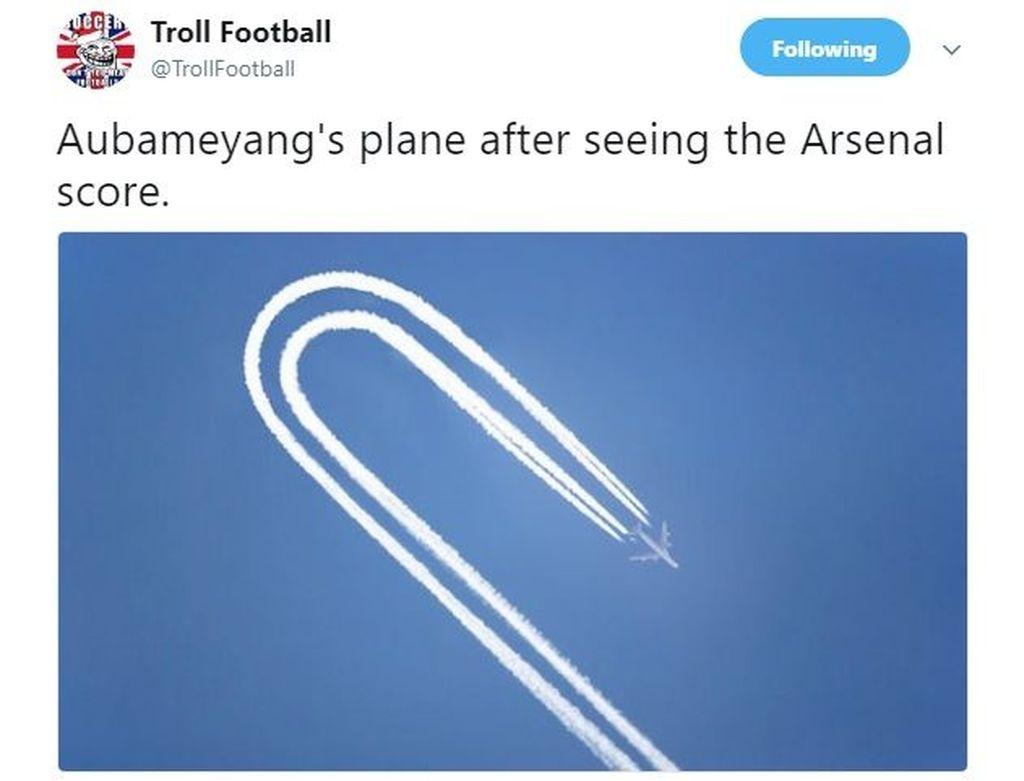 Pesawat yang ditumpangi Aubameyang ke London langsung putar balik. (Foto: Twitter)