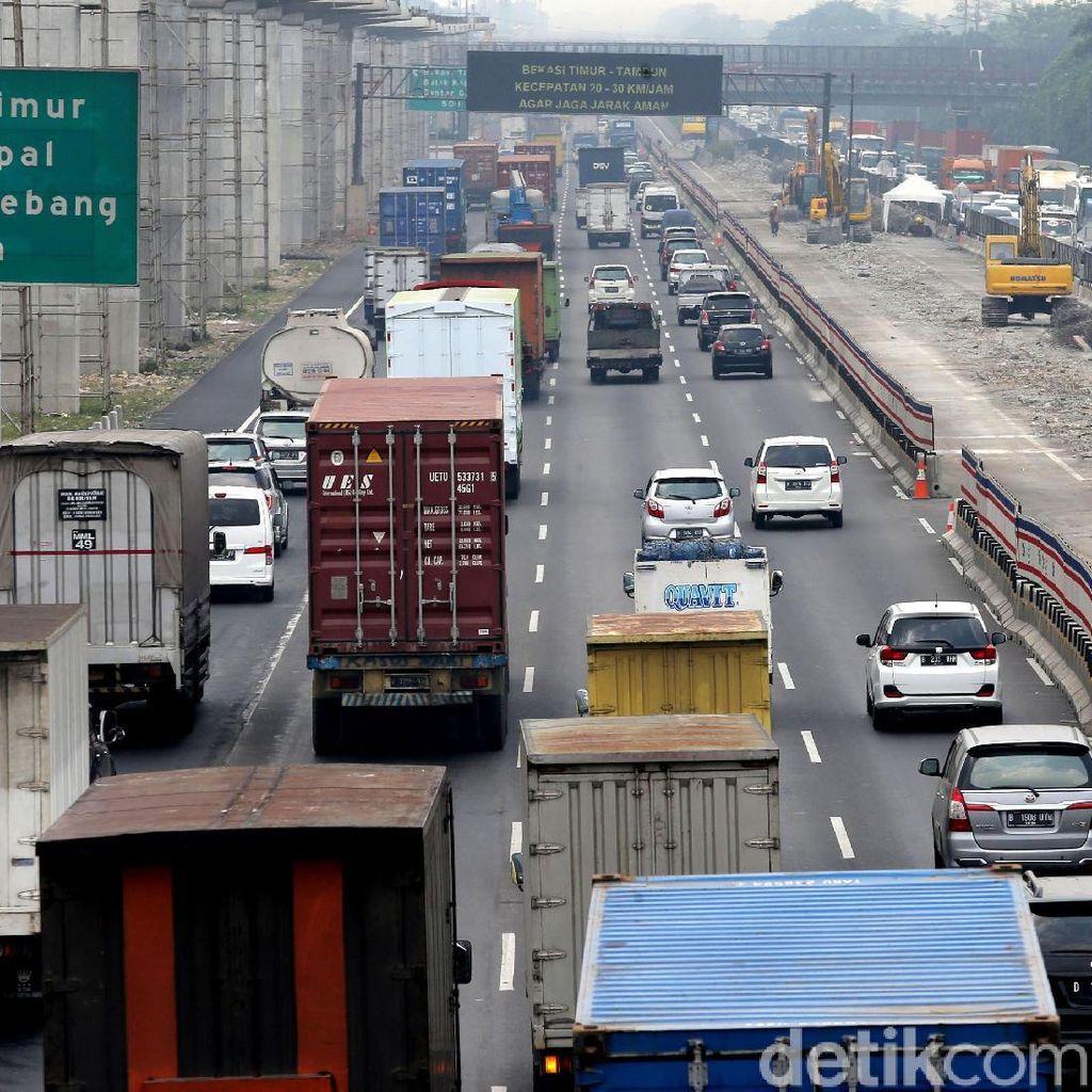 92 Ribu Kendaraan Diprediksi Melintas di Tol Cikampek Hari Ini