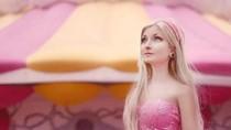 Gadis Brasil Mirip Barbie yang Senang Wisata Alam