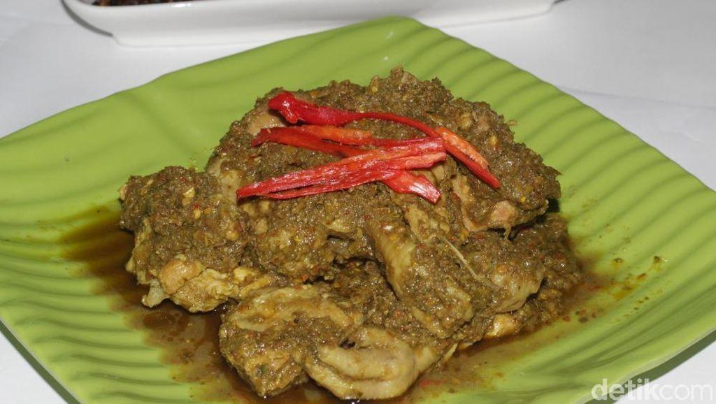Dapur Asix : Huahh! Pedas Enak Ayam Ijo dan Pare Nenek Racikan Keluarga Anang Hermansyah