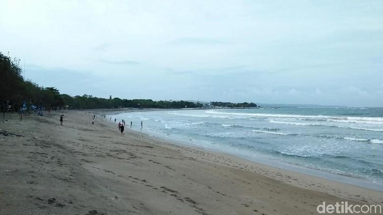 Foto: Pantai Kuta di pagi hari (Bonauli/detikTravel)