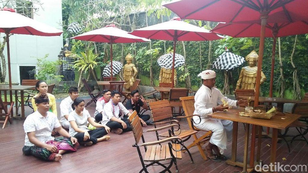 Jelang Super Blue Blood Moon, Warga Hindu Bali Gelar Upacara Adat
