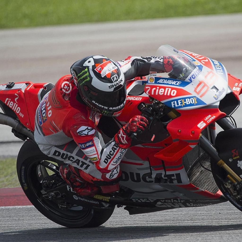 Rossi Sebut Lorenzo Akan Kompetitif di 2018