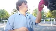 Tempat Cuci Mobil Ini 80 Persen Karyawannya Pengidap Autis