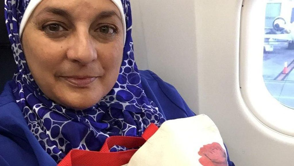 Kisah Pramugari Muslim yang Teguh Berhijab di Maskapai Amerika
